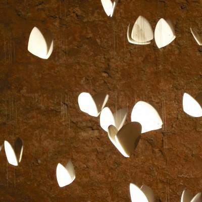 Suspendre le temps, marbre Calacata, installation in situ Tuilerie Bossy
