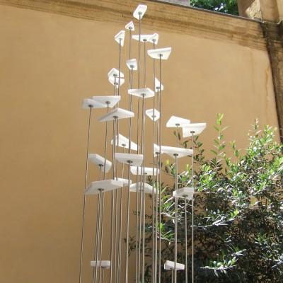 Au delà, marbre blanc Brésil et inox, diamètre 40cm Hauteur 300cm