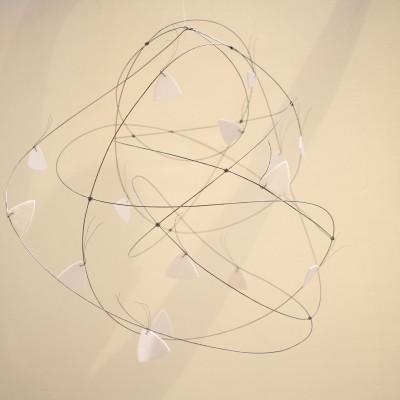 Nuage Blanc, Marbre blanc Brésil et métal, Diamètre: 45cm